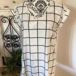 Express black and white window Paine print blouse